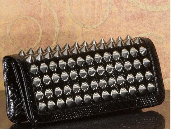 kabelka s ostňami